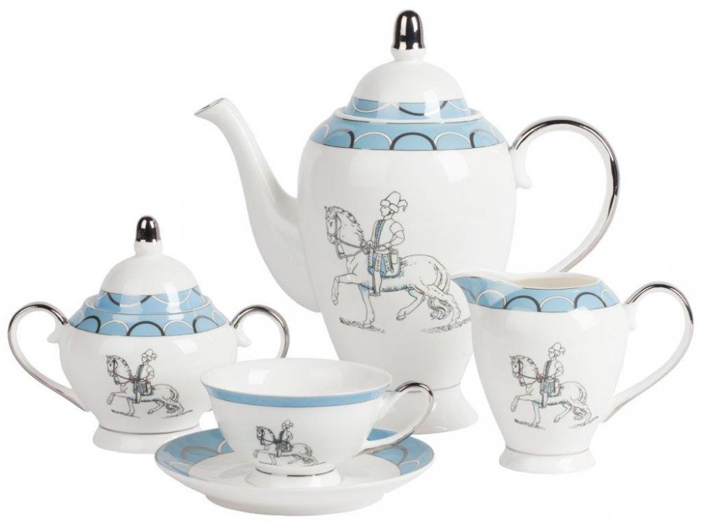 Чайный сервиз CavalierЧайные сервизы<br>Элегантный чайный сервиз Cavalier из тончайшего <br>костяного фарфора с неброским рисунком <br>и голубой окантовкой с орнаментом станет <br>главным украшением чайной церемонии. Он <br>рассчитан на 6 персон и состоит из чайника, <br>6 чайных пар (чашка и блюдце), молочника и <br>сахарницы. Из этой коллекции в нашем интернет-магазине <br>представлены: чайные пары, комплекты тарелок <br>в двух вариантах расцветок, столовый сервиз <br>на 6 персон.<br><br>Цвет: Белый, Голубой<br>Материал: Костяной фарфор<br>Вес кг: 3,5<br>Длина см: 50<br>Ширина см: 50<br>Высота см: 40