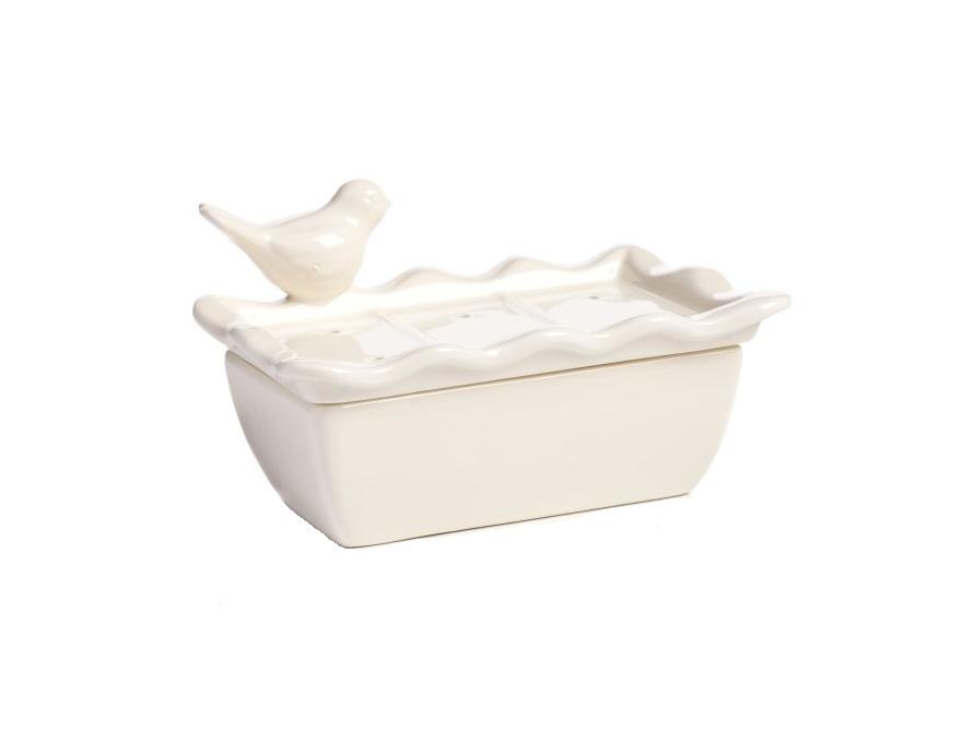 Подставка для мыла Bird TroughАксессуары для ванной<br>Подставка для мыла Bird Trough — это изящное <br>и практичное украшение вашей ванной комнаты. <br>Небольшая очаровательная птичка, сидящая <br>на аксессуаре, изготовленном из прочной <br>и долговечной грубой керамики, не оставит <br>равнодушным ни одного ценителя модных и <br>винтажных вещей. Благодаря нейтральному <br>белому цвету будет прекрасно сочетаться <br>с другими предметами.<br><br>Цвет: Белый<br>Материал: Доломит<br>Вес кг: 0,4<br>Длина см: 13