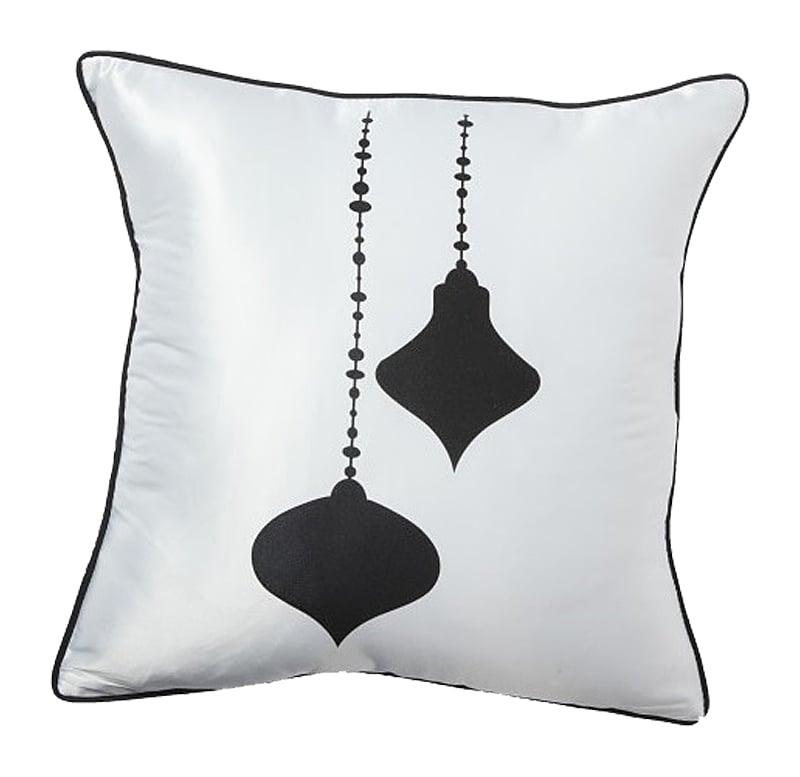 Подушка с ювелирными украшениями Jewelry WhiteПодушки<br>Белая элегантная подушечка с изображением <br>ювелирных украшений Jewelry White символизирует <br>покой, уют и негу, является важным компонентом <br>убранства дома. Подушка выгодно подчеркнет <br>любой стиль интерьера. Подушка также будет <br>отличным сувениром и оригинальным подарком.<br><br>Цвет: Белый<br>Материал: 65% хлопок, 35% полиэстер<br>Вес кг: 0,4<br>Длина см: 43<br>Ширина см: 43<br>Высота см: 10
