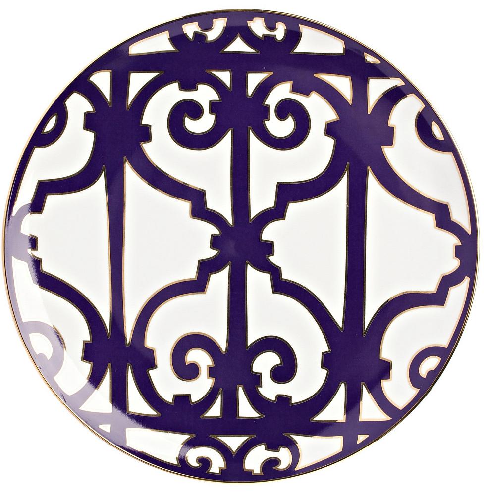 Блюдо Violet DreamsБлюда<br>Большая плоская тарелка из серии «Violet Dreams» <br>предназначена для главных блюд, закусок <br>и салатов. Тарелка выполнена из тонкого <br>костяного фарфора и украшена замысловатым <br>узором. Сочетание белоснежного фона и темно-фиолетового <br>орнамента придает изделию торжественность <br>и особый шик. Безупречный стиль и качество <br>исполнения придутся по вкусу ценителям <br>дорогих эксклюзивных вещей. Вы можете приобрести <br>ее отдельно, а также вместе с другими предметами <br>серии «Фиолетовые сны».<br><br>Цвет: Белый, Фиолетовый<br>Материал: Костяной фарфор<br>Вес кг: 0,4<br>Длина см: 31<br>Ширина см: 31<br>Высота см: 1,5