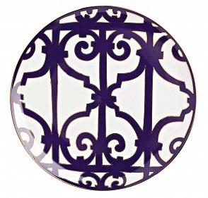 Тарелка Violet Dreams БольшаяТарелки<br>Классическая плоская тарелка из серии <br>«Фиолетовые сны» подойдет для различных <br>нарезок и горячих блюд. Тарелка выполнена <br>из белоснежного костяного фарфора и украшена <br>оригинальным фиолетовым узором. Безупречный <br>стиль и качество исполнения сделают ее <br>украшением вашего стола и прекрасным подарком. <br>Вы можете приобрести ее отдельно, а также <br>вместе с другими предметами серии «Violet <br>Dreams».<br><br>Цвет: Белый, Фиолетовый<br>Материал: Костяной фарфор<br>Вес кг: 0,3<br>Длина см: 26<br>Ширина см: 26<br>Высота см: 1,5