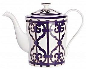 Чайник Violet DreamsЧайники<br>Красивый и удобный заварочный чайник из <br>костяного фарфора серии «Violet Dreams» придется <br>по вкусу любителям стильных, элегантных <br>вещей. Украшенный оригинальным орнаментом <br>из причудливо переплетенных линий, он напоминает <br>о традициях светского английского чаепития <br>с накрахмаленными скатертями, элегантными <br>нарядами и дорогим английским фарфором. <br>Вы можете приобрести его отдельно, а также <br>вместе с другими предметами серии «Violet <br>Dreams».<br><br>Цвет: Белый, Фиолетовый<br>Материал: Костяной фарфор<br>Вес кг: 0,4<br>Длина см: 24<br>Ширина см: 14<br>Высота см: 18