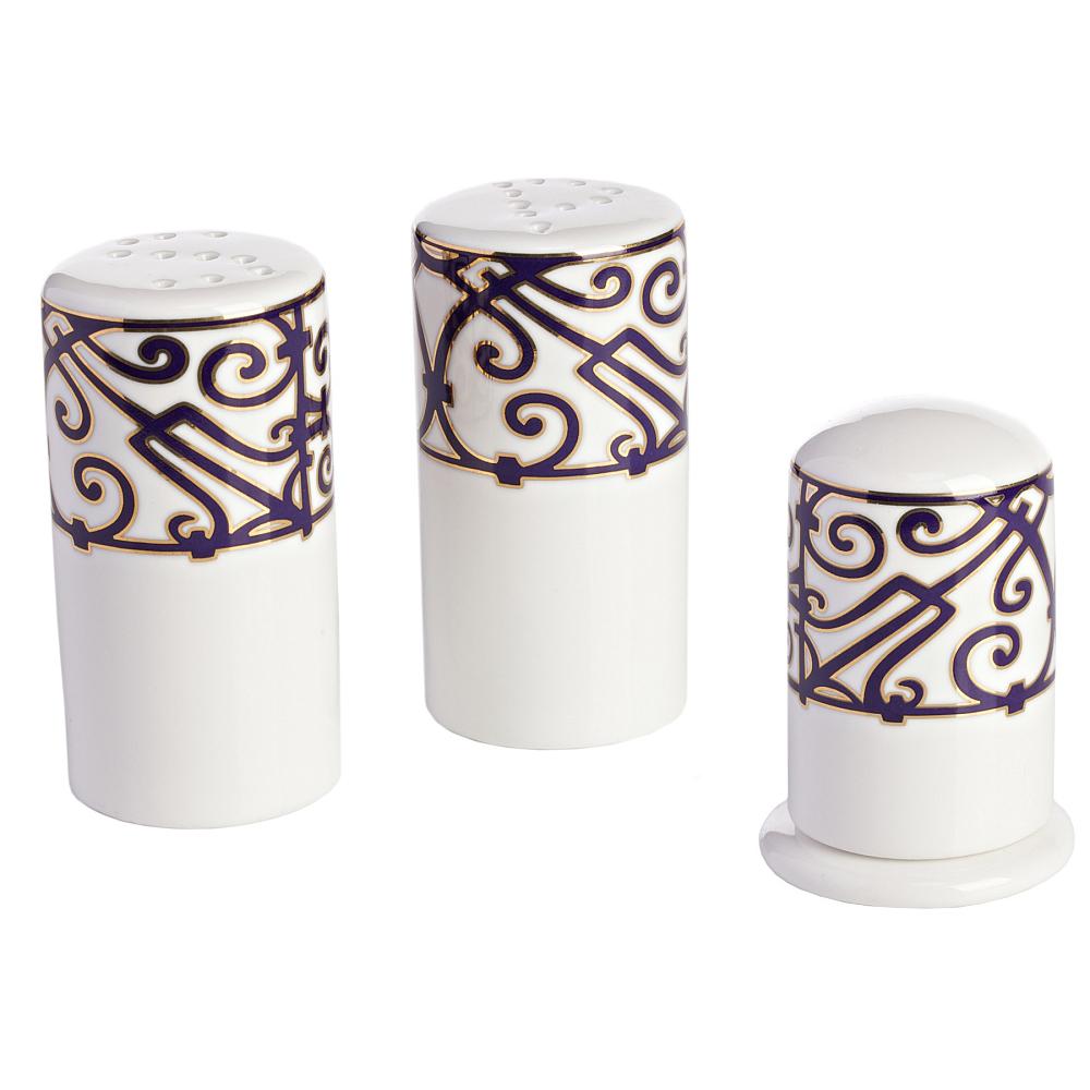 Набор для специй Violet DreamsКухонные принадлежности<br>Роскошный фарфоровый набор для специй <br>из серии «Фиолетовые сны» может стать самостоятельным <br>предметом сервировки, а также превосходным <br>дополнением к столовому сервизу. Идеальная <br>белизна фарфора оттеняется замысловатым <br>фиолетовым орнаментом, напоминающим вензеля <br>и восточные арабески. В набор входят: солонка, <br>перечница и емкость для зубочисток. Вы можете <br>приобрести его отдельно, а также вместе <br>с другими предметами серии «Violet Dreams».<br><br>Цвет: Белый, Фиолетовый<br>Материал: Костяной фарфор<br>Вес кг: 0,7<br>Длина см: 9<br>Ширина см: 4,5<br>Высота см: 4,5