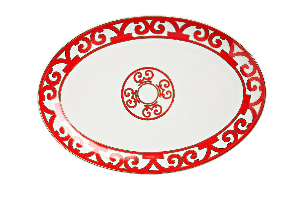Овальное блюдо Heritage Large, DG-DW-258Тарелки и комплекты тарелок<br>Простота формы и замысловатый орнамент, <br>белоснежный фарфор и ярко-алая отделка <br>— коллекция столовой посуды «Heritage» (Наследие) <br>словно создана из противоречий. Все предметы <br>сервиза смотрятся очень празднично и эффектно, <br>превращая любую трапезу в торжественное <br>событие. В оформлении серии использовано <br>несколько типов орнамента, удачно сочетающихся <br>и дополняющих друг друга. Великолепное <br>овальное блюдо выполнено из тончайшего <br>костяного фарфора и декорировано оригинальным <br>узором в стиле модерн (moderne) и солярным символом <br>в центре. Оно предназначено для подачи закусок, <br>нарезок и разнообразных салатов. Блюдо <br>повторяет по форме и рисунку овальное блюдо <br>диаметром 31 см и может использоваться в <br>паре с ним. По желанию вы можете приобрести <br>его как самостоятельный предмет сервировки <br>или в составе сервиза.<br><br>Цвет: None<br>Материал: None<br>Вес кг: 0.3
