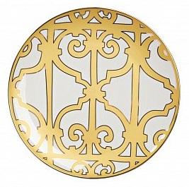 Тарелка Marbella БольшаяТарелки<br>Великолепная тарелка из костяного фарфора <br>высокого качества предназначена для закусок, <br>салатов и вторых блюд. Тарелка декорирована <br>оригинальным геометрическим орнаментом <br>в стиле модерн (moderne) и украшена золотым <br>кантом. Сочетание золотистого и белого <br>цветов придают ей торжественный и благородный <br>вид. Тарелка идеально подходит для праздничной <br>сервировки. Вы можете приобрести ее отдельно <br>или в комплекте с другими изделиями серии <br>«Marbella».<br><br>Цвет: Белый, желтый<br>Материал: Костяной фарфор<br>Вес кг: 0,3<br>Длина см: 26<br>Ширина см: 26<br>Высота см: 1,5