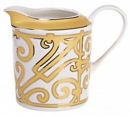 Молочник MarbellaМолочники<br>Молочник — обязательный предмет классической <br>сервировки стола для подачи чая. В коллекции <br>«Marbella» представлен великолепный молочник <br>из тончайшего костяного фарфора, выполненный <br>в стиле модерн (moderne). Молочник украшен изящным <br>орнаментом. Сочетание белого и золотого <br>цветов считается королевским, оно придает <br>изделию одновременно роскошный и благородный <br>вид. Вы можете приобрести молочник отдельно <br>или в комплекте с другими предметами сервиза <br>«Marbella».<br><br>Цвет: Белый, желтый<br>Материал: Костяной фарфор<br>Вес кг: 0,2<br>Длина см: 14<br>Ширина см: 9<br>Высота см: 12