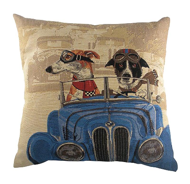 Подушка с забавными собаками на синем автомобиле  Doggie Drivers Blue, DG-D-PL268  Бежевая хлопковая подушка Doggie Drivers Blue, с  забавными собачками-водителями на синем  ретро-автомобиле и мягким упругим наполнителем,  поможет расслабиться и принять удобную  позу, а также обеспечит крепкий сон. Подушки  этой серии выгодно подчеркнут уют интерьера  детской комнаты или гостиной. Подушка также  будет отличным сувениром и оригинальным  подарком как для любителей собак, так и  для автомобилистов.