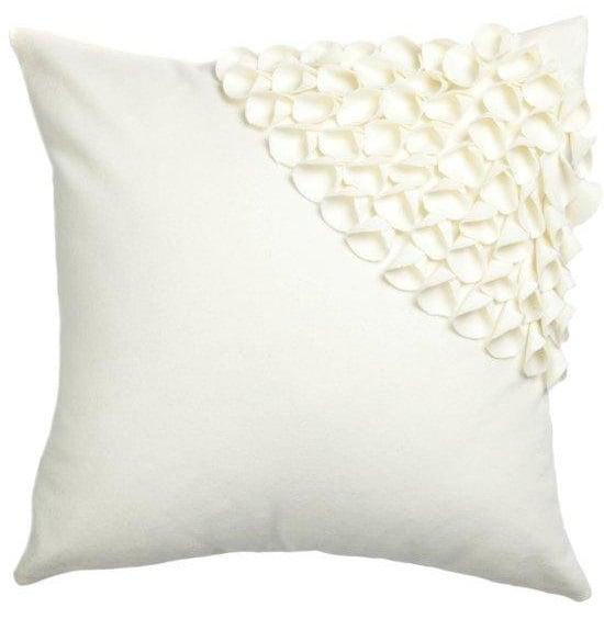 Подушка с объемным узором Alicia White 3Подушки<br>Кашемировая, белого цвета, квадратная подушка <br>с объёмным накладным узором и мягким упругим <br>наполнителем, подойдет для подарка и в качестве <br>дополнения к выбранному стилю декора.<br><br>Цвет: Белый<br>Материал: Кашемир<br>Вес кг: 0,5<br>Длина см: 45<br>Ширина см: 45<br>Высота см: 10