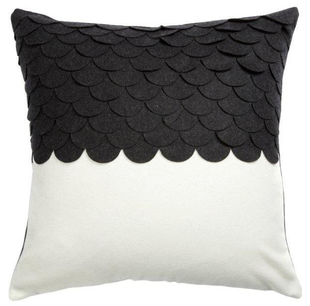 Купить Подушка c узором Marbella Black 3 в интернет магазине дизайнерской мебели и аксессуаров для дома и дачи