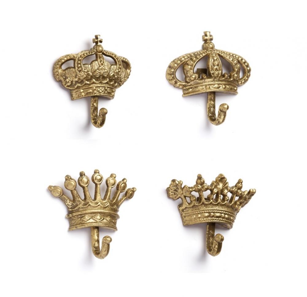 Набор настенных крючков Queen GoldДекор стен<br>Набор настенных крючков Queen Gold — это роскошные <br>предметы декора любой комнаты вашего дома, <br>которые непременно добавят яркости и лоска <br>интерьеру и сделают его еще более изысканным <br>и аристократически роскошным. Изготовленные <br>в виде короны и выкрашенные в золотой цвет, <br>они непременно подчеркнут ваш непревзойденный <br>вкус в оформлении помещения. Кроме того, <br>такие крючки станут весьма полезными в <br>быту.<br><br>Цвет: Золото<br>Материал: Металл<br>Вес кг: 0,2<br>Длина см: None<br>Ширина см: None<br>Высота см: None