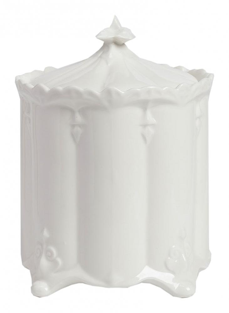 Емкость для хранения Diamante GrandЕмкости для хранения<br>Ёмкость для хранения Diamante Grand — это универсальный <br>и очень стильный элемент декора кухни или <br>гостиной, который непременно добавит общей <br>картине уюта, некой винтажности и очарования. <br>Посуда изготовлена из керамики белоснежного <br>цвета, поэтому будет гармонично сочетаться <br>с другими аксессуарами, украшающими ваш <br>дом. А роскошная и неброская лепнина придется <br>по вкусу всем ценителям изящности и романтики.<br><br>Цвет: Белый<br>Материал: Керамика<br>Вес кг: 0,8<br>Длина см: 17<br>Ширина см: 17<br>Высота см: 23