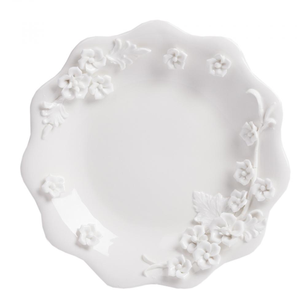 Тарелка Blume DG-HOME Оригинальная тарелка Blume изготовлена из  грубой керамики белого цвета. Необычная  форма тарелки, дно, декорированное рельефным  цветочным рисунком — все это привлекает  внимание и делает тарелку Blume украшением  любого стола.