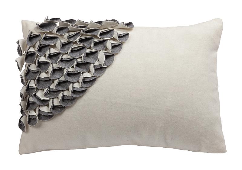 Купить Подушка с объемным узором Alicia White-Gray в интернет магазине дизайнерской мебели и аксессуаров для дома и дачи