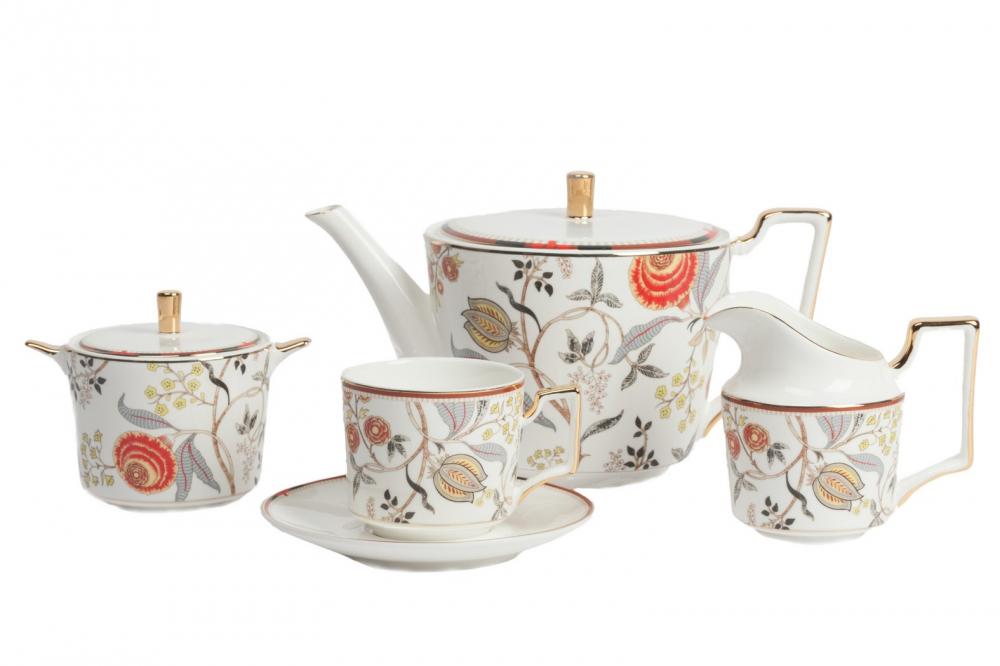 Чайный сервиз Jardin DG-HOME Фарфоровый чайный сервиз Jardin в нежном стиле  станет отличным украшением для вашего стола,  а возможно, и фамильной реликвией. Все предметы  выполнены в белом цвете, имеют золотистую  окантовку и украшены узором с цветами, стеблями  и листьями. Ручки посуды имеют необычную  авангардную форму. Тонкая золотая окантовка,  тонкий стебель цветка, тонкий аромат чая,  который доносится из этой кружки — всё  говорит о вашем тонком вкусе! Чайный сервиз  Jardin послужит хорошим подарком, настроит  на нужный лад чаепитие. Сервиз на 4 персоны:  Чашка 7,5*7,5*7 см - 4 шт., блюдце 14*14*1 см - 4 шт.,  молочник 7,6*7,6*9 см, сахарница 9*9*7,5 см, чайник  14*14*12 см.