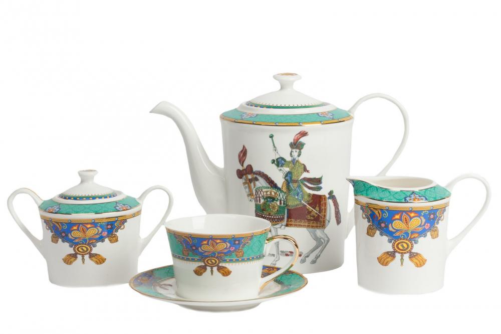 Чайный сервиз Jinete DG-HOME Красивый сервиз Jinete из фарфора, в котором  есть вся необходимая посуда для приятного  и эстетичного чаепития. Сервиз сделан из  фарфора, поэтому он смотрится благородно  и надолго сохраняет первоначальный внешний  вид. Чашка, сахарница и молочник украшены  узором из кистей, листьев и вензелей в ярких  цветах: бирюзовый, синий, желтый, красный.  На чайнике сбоку расположен крупный рисунок  в виде наездника на коне. Сервиз на 4 персоны:  4 пары (чашка+блюдце), молочник, сахарница,  кофейник (чайник). Размеры: чайник - диаметр  дна 11 см, диаметр самое широкое место 13 см,  высота с крышкой 18 см, ширина с носиком и  ручкой 25 см, молочник - диаметр дна 7,5 см,  диаметр самое широкое место 8,5 см, высота  9 см, сахарница - диаметр дна 8 см, диаметр  самое широкое место 10 см, высота с крышкой  10 см, ширина с ручкой 15,5 см, чашка - диаметр  дна 6,5 см, диаметр чашки 9 см, высота 6,5 см,  блюдце - диаметр 15 см.