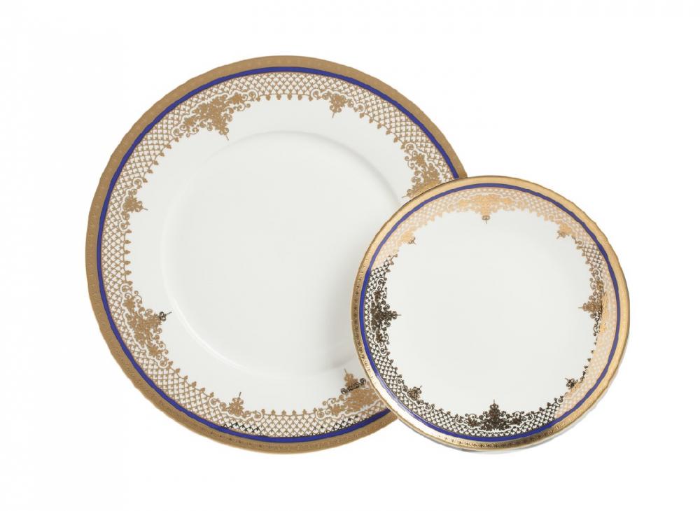 Комплект тарелок Wander DG-HOME Комплект тарелок Wander из тончайшего костяного  фарфора диаметром 20 и 25,5 см украшен изящным  золотым орнаментом в восточном стиле и  контрастно выделяющейся синей окантовкой.  Комплект можно приобрести как отдельно,  так и в дополнение к чайной паре из той же  коллекции.