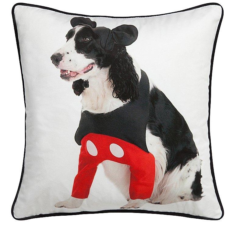 Подушка с собачкой Mickey DoggieПодушки<br>Белая подушка с изображением милой собачки <br>Mickey Doggie — это превосходный аксессуар, который <br>поможет оживить наскучивший интерьер и <br>добавить ярких красок вашему дому. Предмет <br>декора способен привнести еще больше уюта <br>и тепла любой комнате, а также обеспечить <br>вам комфортное место отдыха после трудного <br>рабочего дня. Ведь нет ничего приятнее, <br>чем расположиться в мягких подушках и посвятить <br>время себе. Подушка также будет отличным <br>сувениром и оригинальным подарком.<br><br>Цвет: Разноцветный, Белый, Чёрный<br>Материал: 100% полиэстер<br>Вес кг: 0,1<br>Длина см: 45<br>Ширина см: 45<br>Высота см: 6