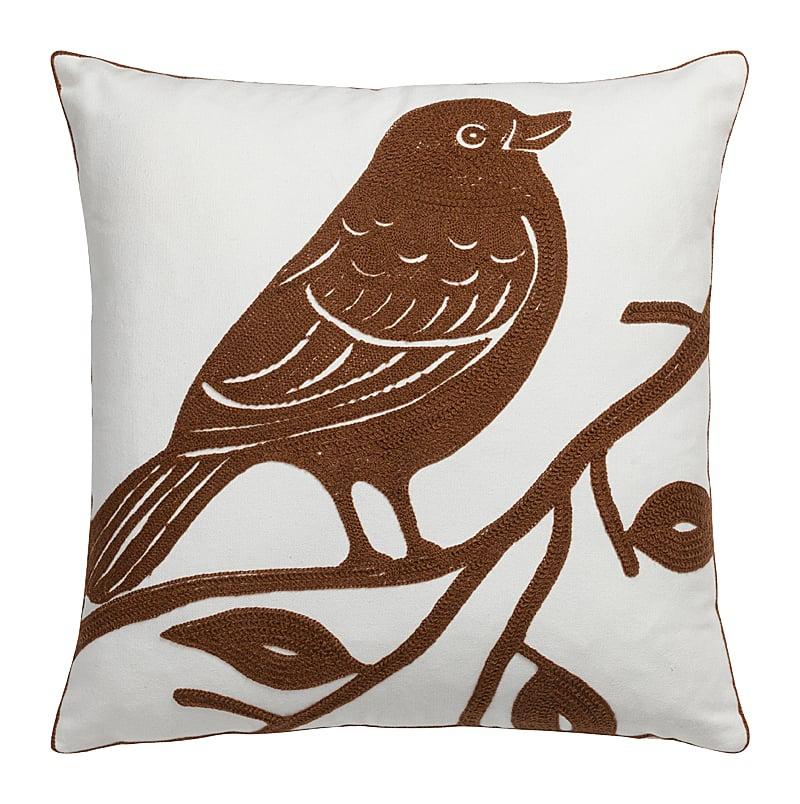 Подушка с птицей VolarПодушки<br>Подушка Volar — это настоящая находка для <br>тех, кто хочет облагородить свой дом, придать <br>ему изысканный и роскошный вид, а также <br>сделать зону отдыха более уютной и комфортной. <br>Очаровательная коричневая птица, вышитая <br>на нежно-белом чехле, выглядит, благодаря <br>исполнению, объемно; это делает предмет <br>декора неповторимым и уникальным. Такая <br>подушка непременно украсит ваш диван, кресло <br>или кровать. Подушка также будет отличным <br>сувениром и оригинальным подарком.<br><br>Цвет: Белый, Коричневый<br>Материал: 100% полиэстер<br>Вес кг: 0,1<br>Длина см: 45<br>Ширина см: 45<br>Высота см: 6