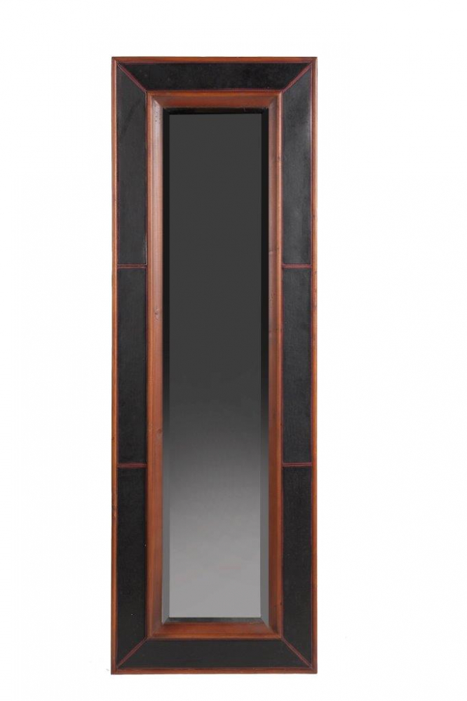 Зеркало Porzione DG-HOME Зеркало Porzione — превосходный предмет декора,  созданный специально для модников и модниц,  любящих оценивать свой внешний вид в полный  рост. Простое деревянное обрамление придает  аксессуару легкий налет старины, но при  этом не уменьшает его изысканность и очарование.  Роскошный чёрный цвет с темно-коричневой  окантовкой придает зеркалу лоск и дорогой  вид. Оно идеально впишется в любую комнату  вашего дома, оформленную в стиле Прованс.