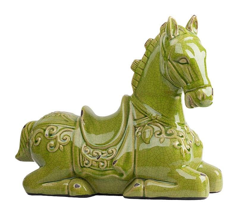 Предмет декора статуэтка лошадь Parada Olive DG-HOME Общая картина, как известно, складывается  из мелочей. Элемент декора Parada Olive непременно  дополнит интерьер, придаст оформлению законченный  вид и привнесет в помещение роскошь, уют  и изысканность. Очаровательная и милая  лошадка изготовлена из керамики, имеет  благородную расцветку и роскошный глянцевый  блеск. Такой аксессуар обязательно украсит  собой любую комнату вашего дома.
