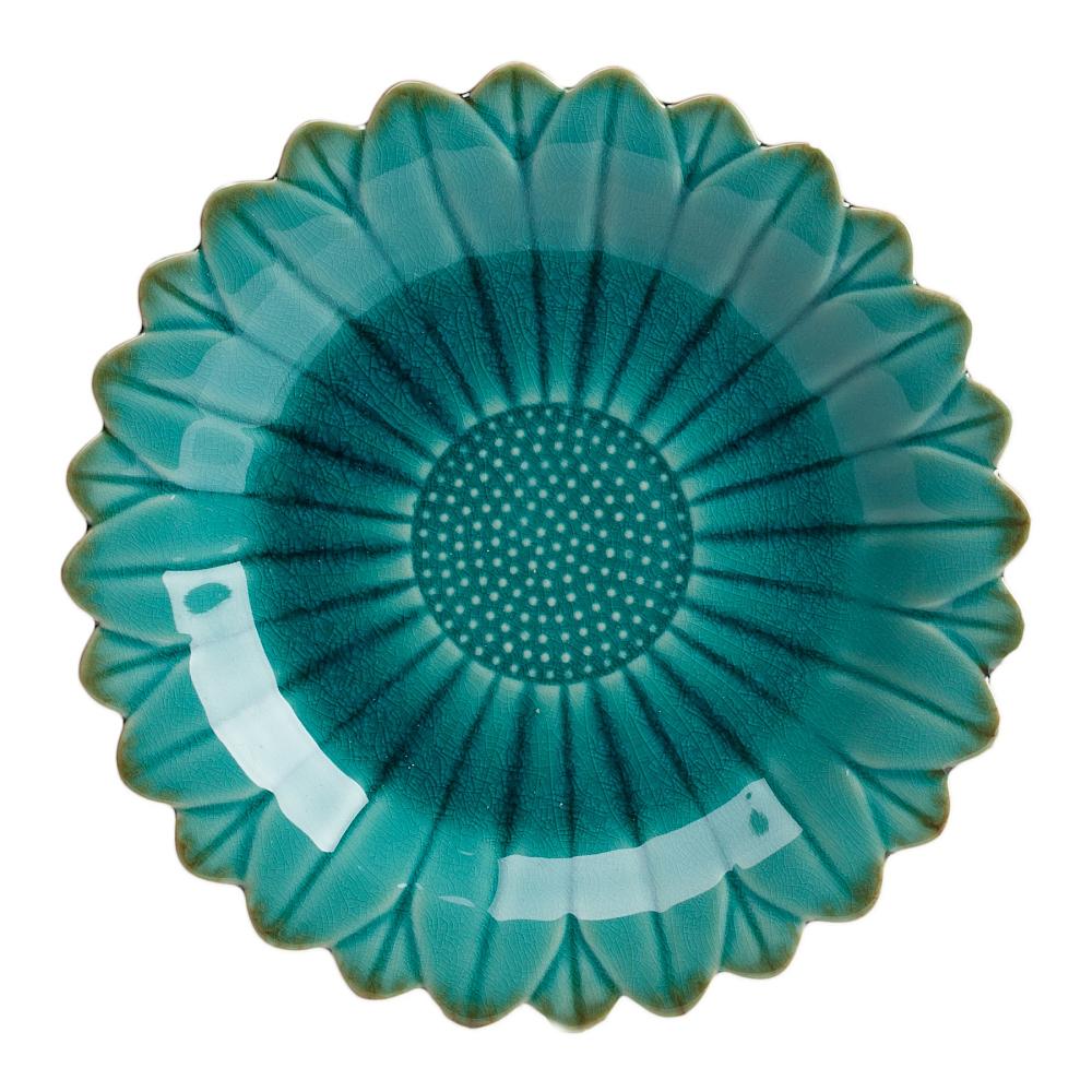 Тарелка Sunflower GrandeТарелки<br>Тарелка Sunflower Grande изготовлена в цвете аквамарин, <br>из грубой керамики в виде цветка, хорошо <br>просматриваются лепестки, от чего край <br>тарелки - рифленый. Дно тарелки украшено <br>лепестками, в виде рельефных точек. Тарелку <br>можно приобрести отдельно или в дополнение <br>к другим предметам серии.<br><br>Цвет: Голубой<br>Материал: Грубая керамика<br>Вес кг: 0,6<br>Длина см: 25<br>Ширина см: 25<br>Высота см: 3,5