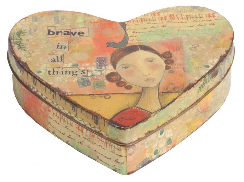 Декоративная коробка BraveКоробки и кейсы для хранения<br>Декоративная коробка Brave — это симпатичный <br>и весьма оригинальный элемент декора, выполненный <br>в форме сердца строго в стиле Прованс — <br>искусственно потертые края, специально <br>состаренное олово, архаичные рисунки. Такая <br>коробка пригодится вам для хранения как <br>ценных вещей, так и милых безделушек. Аксессуар <br>добавит вашему дому французского колорита <br>и деревенского очарования.<br><br>Цвет: Разноцветный<br>Материал: Металл<br>Вес кг: 0,1<br>Длина см: 16<br>Ширина см: 21<br>Высота см: 7