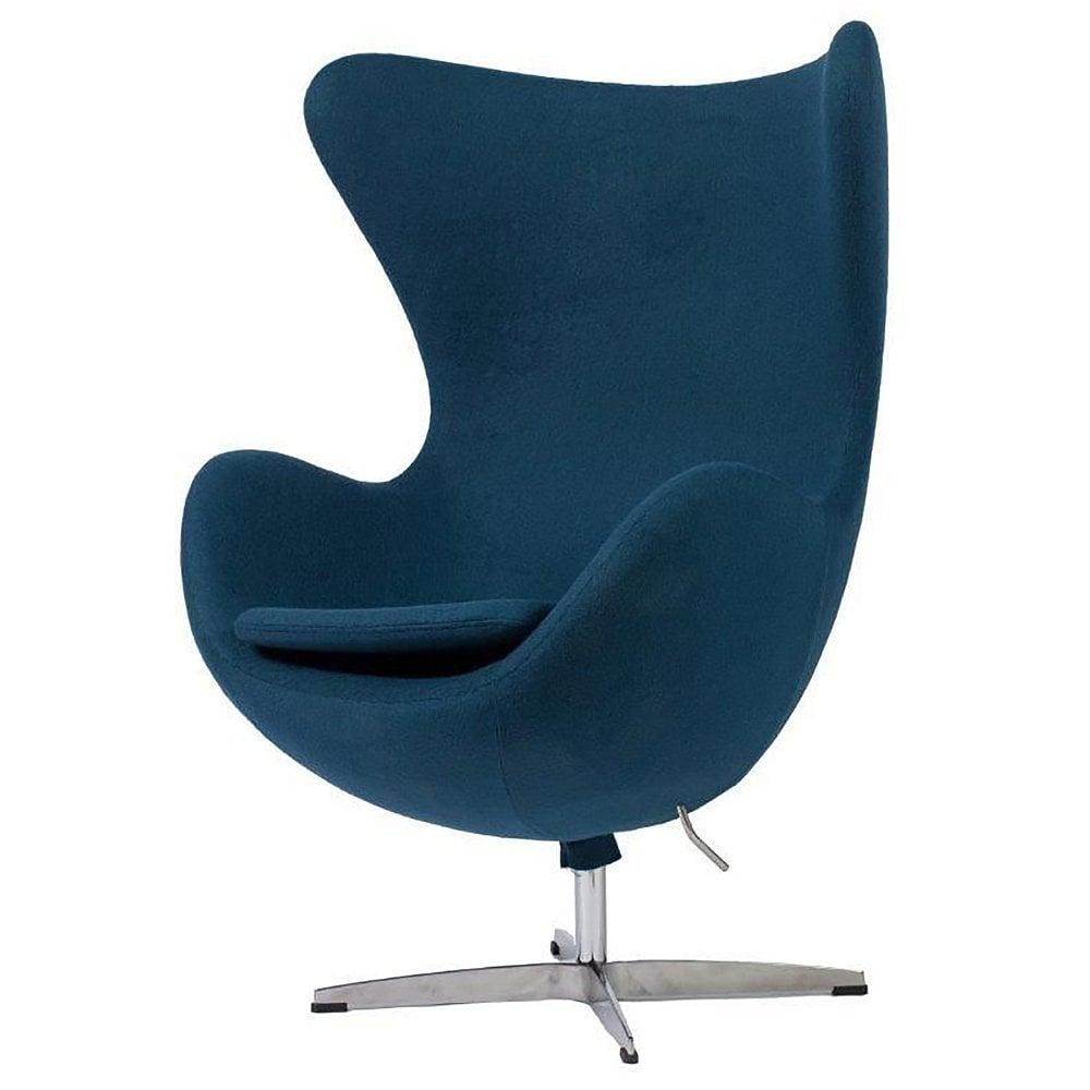 Кресло Egg Chair Сине-зелёное 100% КашемирКресла<br>Кресло Egg Chair (Яйцо) было создано в 1958 году <br>датским дизайнером Арне Якобсеном специально <br>для интерьеров отеля Radisson SAS в Копенгагене. <br>Кресло обладает исключительной привлекательностью <br>и узнаваемостью во всем мире, занимает особое <br>место в ряду культовой дизайнерской мебели <br>XX века. Оно имеет экстравагантную форму, <br>что позволило ему стать совершенным воплощением <br>классики нового времени. Кресло Egg Chair, выполненное <br>в форме яйца, обтянутого 100% кашемировой <br>тканью сине-зелёного цвета, подарит огромное <br>множество положительных эмоций и заставляет <br>обращать на него внимание. Оно непременно <br>задаёт основу для дизайна того или иного <br>помещения. Прочный и массивный каркас гарантирует <br>долгий срок службы и устойчивость. Данное <br>кресло — это поистине не стареющая классика <br>в футуристическом исполнении! Купите великолепную <br>реплику кресла Egg Chair — изготовленное из <br>высококачественных материалов, оно понравится <br>многим любителям нестандартного видения <br>обыденных и, притом, качественных вещей.<br><br>Цвет: Синий<br>Материал: Кашемир, Металл<br>Вес кг: 37<br>Длина см: 82<br>Ширина см: 76<br>Высота см: 105