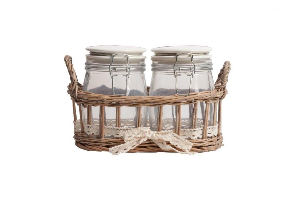 Набор для хранения в плетеной корзинке Кухонные принадлежности<br>Набор из двух стеклянных банок с плотно <br>закрывающимися крышками очень практичен, <br>идеально подойдёт для хранения сыпучих <br>продуктов и гармонично впишется в интерьер <br>кухни в стиле Прованс. Благодаря плетеной <br>корзинке все предметы набора будут храниться <br>в одном месте.<br><br>Цвет: Прозрачный, Коричневый, Бежевый<br>Материал: Стекло, Дерево<br>Вес кг: 1,3<br>Длина см: 25,91<br>Ширина см: 15,49<br>Высота см: 17,02