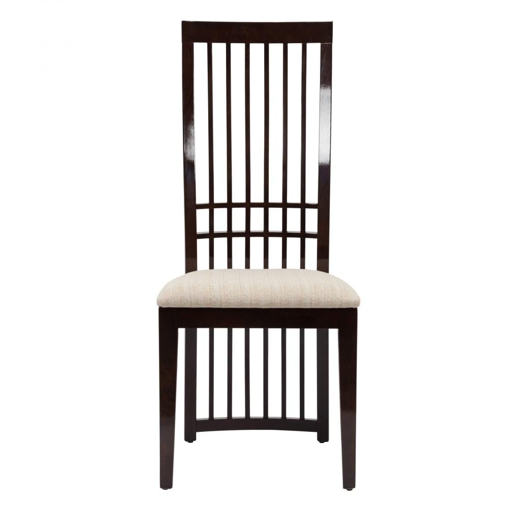 Стул Hardwood DG-HOME Удивительно элегантный стул Hardwood соединил  в себе классику и современность, что сделало  его востребованным продуктом. Оригинальная  простота дизайна — спинка из тонких изящных  реек почти до самого пола, прямые строгие  ножки. В стуле скомбинировано два цвета  — бежевый и коричневый, что позволяет вписать  его в деловую обстановку. Каркас стула изготовлен  из букового дерева, которое известно своими  отличными прочностными характеристиками.  Сиденье обтянуто мягкой добротной диванной  тканью, про которую говорят — сноса нет.  Стул Hardwood придется по душе всем ценителям  лаконичного комфорта, ведь он прекрасно  впишется в обстановку каждого дома, добавив  строгую классику и современность стиля.