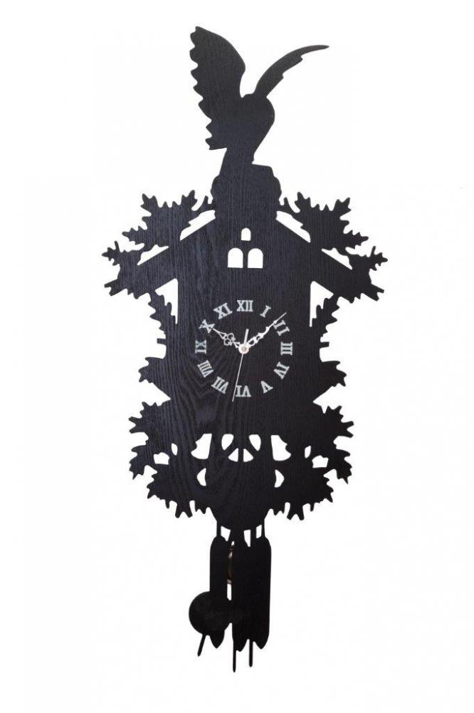 Настенные часы с маятником Domestic Puzzle Black Часы<br>Настенные часы с маятником Domestic Puzzle Black <br>сделаны под старину, в деревянном корпусе, <br>украшены весьма оригинальной резьбой по <br>дереву, вверху деревянная кукушка, на чёрном <br>циферблате четко видны цифры, отличный <br>подарок друзьям и родным людям.<br><br>Цвет: Чёрный<br>Материал: МДФ<br>Вес кг: 0,9<br>Длина см: 85<br>Ширина см: 47<br>Высота см: 7