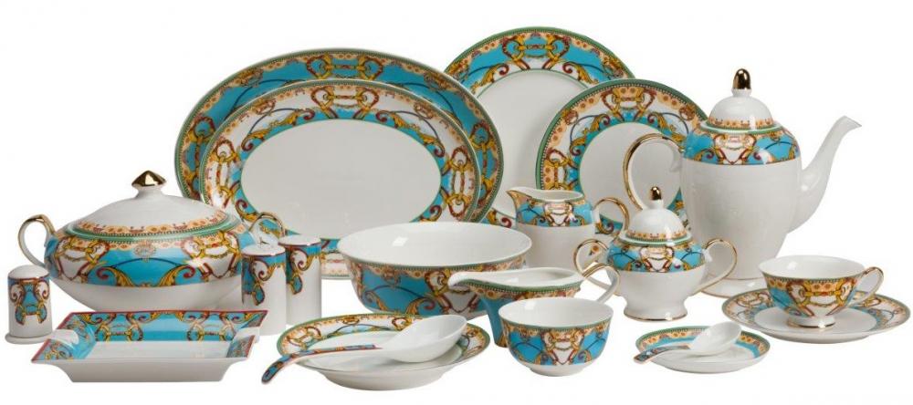 Столовый сервиз PerchozaСтоловые сервизы<br>Столовый сервиз Perchoza изготовлен из костяного <br>фарфора наивысшего качества, декорирован <br>ярким многоцветным рисунком, где преобладают <br>голубой и жёлтый тона. Декор красиво очерчен <br>золотым напылением, согласован с классической <br>формой предметов, подойдет для подарка <br>близким людям. С этим комплектом посуды <br>любая хозяйка легко накроет стол и сможет <br>рассчитывать на восхищённые взгляды гостей, <br>любующиеся тонкой художественной работой. <br>Великолепный костяной фарфор и изысканное <br>декоративное оформление с рисунками создают <br>настоящие сервировочные шедевры.<br><br>Цвет: Белый, Голубой, Золото<br>Материал: Костяной фарфор<br>Вес кг: 29<br>Длина см: 62<br>Ширина см: 57<br>Высота см: 33
