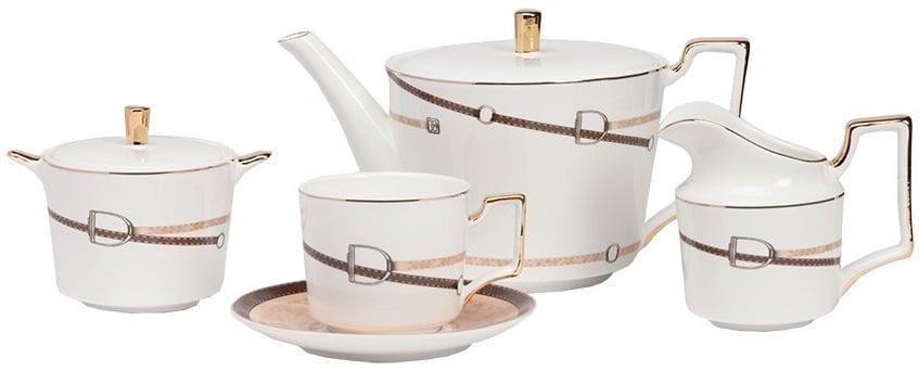 Чайный сервиз Flavour DG-HOME Чайный сервиз Flavour выполнен из костяного  фарфора на 4 персоны, состоит из чайника,  молочника, сахарницы и 4 пары чашек с блюдцами.  Предметы сервиза расписаны в коричневых  тонах минимализированным рисунком в виде  ремешка с красивой пряжкой, ручки и края  предметов декорированы золотой обводкой.  Такая элегантная роспись подойдет к любому  стилю сервировки. Сервиз можно приобрести  отдельно и в дополнении к другим предметам  данного стиля.