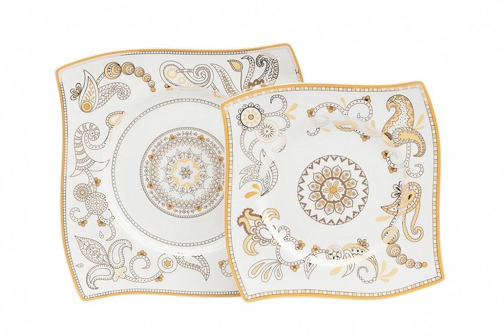 Комплект тарелок Artblanc Gold, DG-DW-557Тарелки и комплекты тарелок<br>Комплект тарелок Artblanc Gold выполнен из костяного фарфора в виде паруса, декорирован интригующим орнаментом в сером и золотом цвете. Роспись тарелок удачно согласуется с формой, данная композиция относится к современному стилю. В комплект входят две квадратные тарелки размером 25,5*25.5 и 20*20 см.<br><br>Цвет: Белый, Золото<br>Материал: Костяной фарфор<br>Вес кг: 0.96<br>Длинна см: 27,5<br>Ширина см: 28<br>Высота см: 3