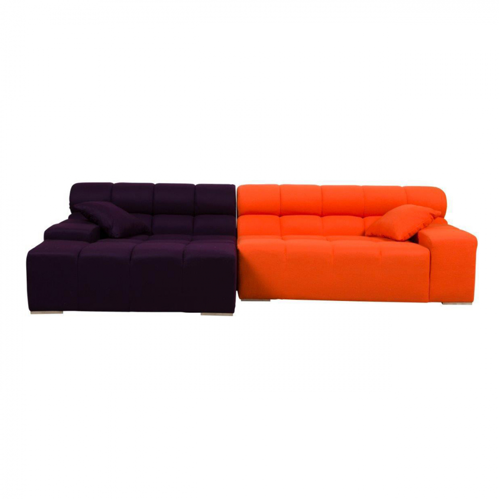 Диван Tufty-Time Sofa Фиолетово-оранжевая Шерсть DG-HOME Диван Tufty-Time Sofa выполнен на деревянном каркасе,  состоит из двух разных половинок, отличающихся  по цвету (оранжевый и фиолетовый) и по ширине,  с плоскими подлокотниками, наполнитель  — мебельный поролон, с двумя декоративными  подушками под спину. Диван Tufty-Time Sofa словно  бросает вызов всему симметричному и пропорциональному.  Два элемента можно использовать совместно,  также есть возможность «разделить» секции  и расставить их по своему вкусу. Обивка  угловой части отделана оранжевой тканью.  Широкий блок представлен в фиолетовом варианте.  Диван обладает и непревзойденным удобством,  долговечностью и надежностью, изготовлен  из абсолютно безопасных натуральных материалов.  Дизайн дивана от Патрисии Уркиола (Patricia  Urquiola)! Удобный аксессуар для современного  стиля гостиной.