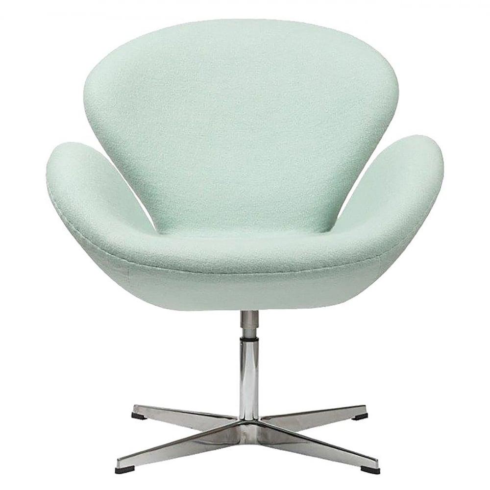 Кресло Swan Chair Тиффани ШерстьКресла<br>Кресло Swan Chair (Лебедь), созданное датским <br>дизайнером Арне Якобсеном (Arne Jacobsen) в 1958 <br>г., стало настоящей сенсацией для своего <br>времени, было достаточно инновационным, <br>т.к. вместо прямых линий предпочтение было <br>отдано округлым формам. Мебель этого дизайнера <br>давно вошла в историю мебелестроения и <br>стало шедевром, мировым достоянием искусства. <br>Элегантная анатомическая форма и небольшие <br>размеры делают его привлекательным элементом <br>оформления любого интерьера и по сей день. <br>Небольшое, но очень уютное кресло смотрится <br>современно и украсит гостиную или рабочий <br>кабинет. Идеально сочетается с предметами <br>мебели в стиле хай-тек. Каркас кресла представляет <br>собой литую синтетическую раковину, покрытую <br>пенополиуретаном. Сидение крепится на вращающемся <br>крестообразном основании из алюминия. Обивка <br>кресла может быть сделана из ткани или кожи. <br>В нашем магазине можно приобрести отличную <br>реплику кресла Swan Chair в нескольких вариантах <br>обивки.<br><br>Цвет: Тиффани<br>Материал: Шерсть, Металл<br>Вес кг: 25<br>Длина см: 71<br>Ширина см: 70<br>Высота см: 78