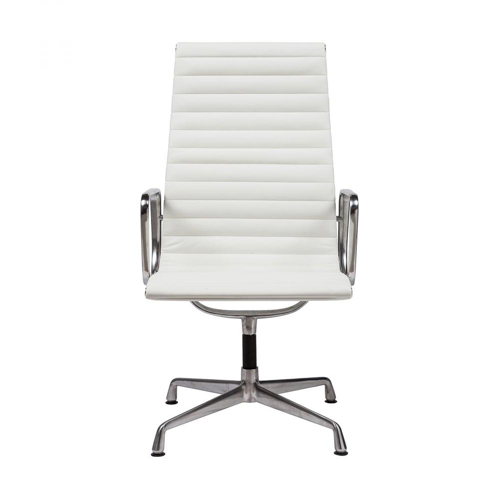 Кресло Eames Office Chair Белая КожаКресла<br>Кресло Eames Office Armchair от американских дизайнеров <br>Чарльза и Рэя Имз (Charles &amp; Ray Eames) — это сочетание <br>потрясающей лаконичности и невероятного <br>удобства. Впервые представленное в середине <br>XX века это кресло неизменно остается на <br>пике популярности вне времени и моды. Эстетическая <br>легкость конструкции кресел Eames Office Armchair <br>воплощена в алюминиевых деталях, каркас <br>обтянут натуральной кожей белого цвета, <br>которая адаптируется к формам тела и обеспечивает <br>великолепный комфорт даже без мягкого внутреннего <br>наполнителя. Высота регулируется благодаря <br>специальной системе пневморегулировки, <br>в то время как смещенная ось обеспечивает <br>мягкое качание. Мягкие секции-валики создают <br>безукоризненное удобство, не нарушая при <br>этом традиционных классических линий кресел <br>Eames. Колеса у кресла снимаются. Основание <br>кресла может быть доукомплектовано мягкими <br>заглушками.<br><br>Цвет: Белый<br>Материал: Кожа, Металл<br>Вес кг: 16<br>Длина см: 52<br>Ширина см: 55<br>Высота см: 83
