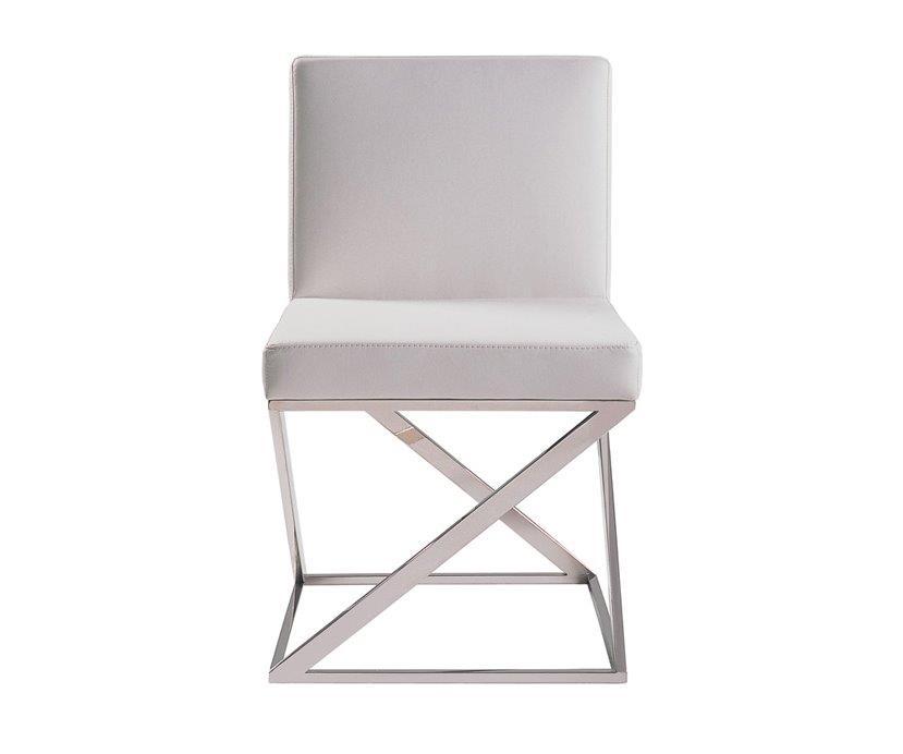 Стул Storm WhiteСтулья<br>Стул Storm — классический вариант того, как <br>из обыкновенного стула можно сделать интересную <br>дизайнерскую мебель. Вся прелесть дизайнерского <br>стула Storm от знаменитого архитектора Эккарта <br>Мутезиуса в его необычных ножках — они <br>выполнены в трехмерном исполнении. Именно <br>эта деталь и делает этот стул запоминающимся, <br>хочется рассматривать его снова и снова, <br>чтобы разгадать загадку оригинальных ножек. <br>Ножки из нержавеющей стали контрастируют <br>с мягким сиденьем из натуральной кожи белого <br>цвета и подчеркивают элегантность и роскошность <br>аксессуара. Данная мебель украсит любую <br>гостиную, она гарантированно понравится <br>всем гостям и домочадцам. Главное — это <br>оторвать их от лицезрения особенных стульев <br>и почувствовать их мягкость, удобство и <br>роскошь!<br><br>Цвет: Белый<br>Материал: Кожа, Поролон, Металл<br>Вес кг: 25<br>Длина см: 56<br>Ширина см: 49<br>Высота см: 82