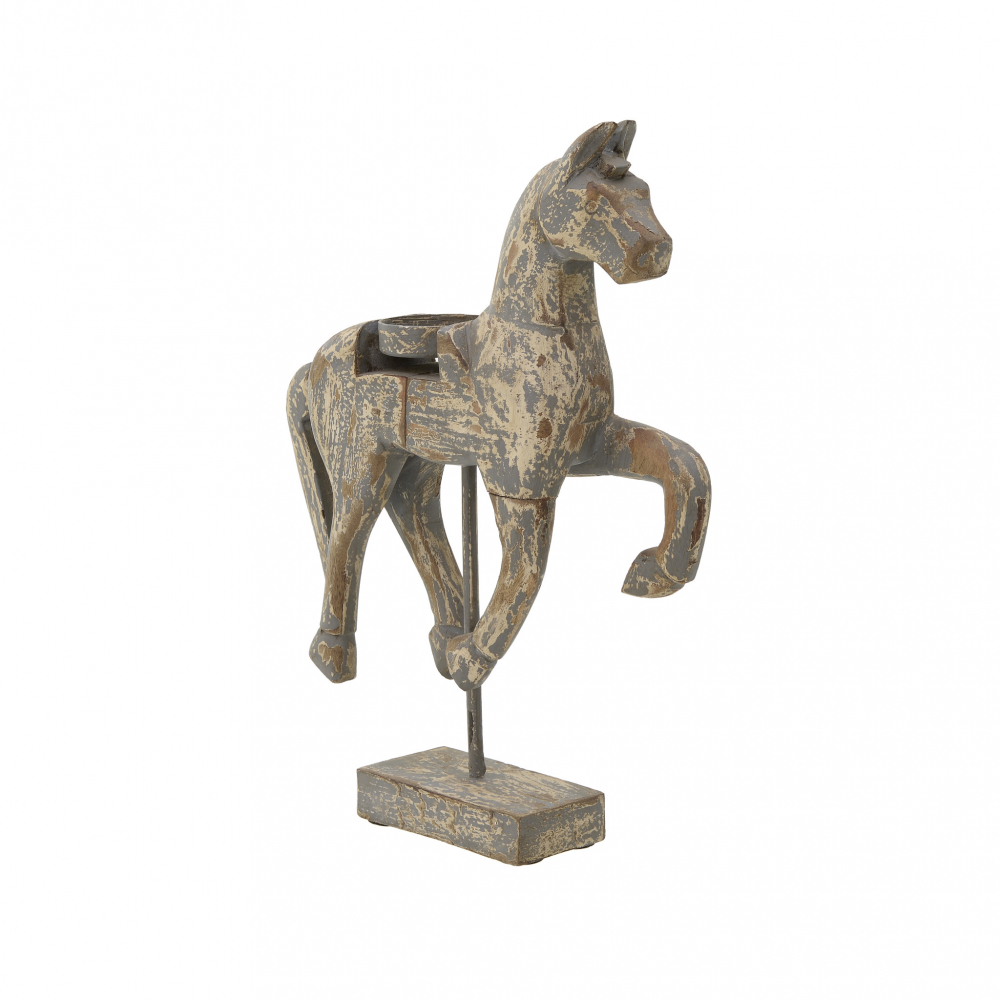 Лошадь коричневого цвета