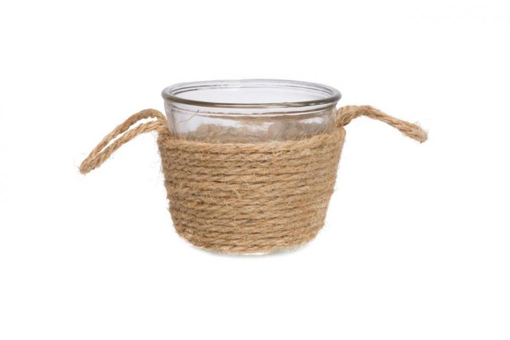 Декоративная ваза XavierВазы<br>Стеклянная ваза декорирована таким скромным <br>и относительно недорогим материалом как <br>пеньковая веревка, который придает этому <br>интересному предмету декора невероятное <br>очарование и благородство. Декоративная <br>ваза Xavier обязательно найдет свое место <br>в вашем интерьере. Внесите в свой интерьер <br>немного тепла и уюта!<br><br>Цвет: Прозрачный, Бежевый<br>Материал: Стекло, Пенька<br>Вес кг: 0,5<br>Длина см: 11<br>Ширина см: 11<br>Высота см: 10