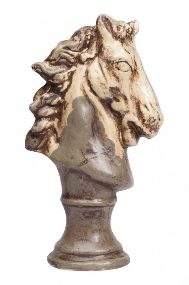 Предмет декора статуэтка голова лошади Статуэтки<br>Каждый, кто любит окружать себя простыми <br>старинными предметами из натуральных материалов, <br>наверняка купит бюст лошади в виде шахматной <br>фигуры, которая выполнена из керамики в <br>коричневом цвете с признаками состаривания <br>данного аксессуара. В коллекцию Espion входят <br>статуэтки трех разных размеров. Приобретите <br>полный комплект для украшения вашего интерьера.<br><br>Цвет: Коричневый, Бежевый<br>Материал: Керамика<br>Вес кг: 1,6<br>Длина см: 13<br>Ширина см: 21<br>Высота см: 37
