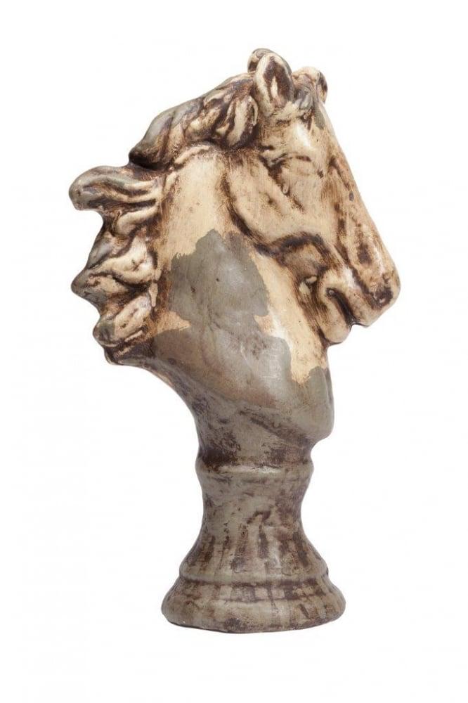 Предмет декора статуэтка голова лошади Статуэтки<br>Каждый, кто любит окружать себя простыми <br>старинными предметами из натуральных материалов, <br>наверняка купит бюст лошади в виде шахматной <br>фигуры, которая выполнена из керамики в <br>коричневом цвете с признаками состаривания <br>данного аксессуара. В коллекцию Espion входят <br>статуэтки трех разных размеров. Приобретите <br>полный комплект для украшения вашего интерьера.<br><br>Цвет: Коричневый, Бежевый<br>Материал: Керамика<br>Вес кг: 1,4<br>Длина см: 10<br>Ширина см: 19<br>Высота см: 33