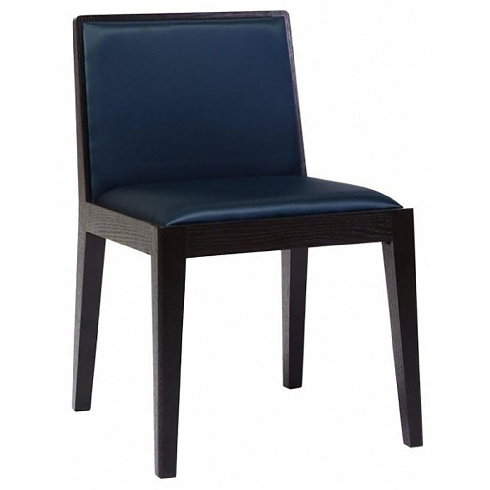 Стул Chelsey Синий Велюр DG-HOME Стул Chelsey от знаменитого дизайнера Томаса  Лавина (Thomas Lavin) — воплощение английской  основательности, невозмутимости и надежности.  Выполненный в классическом стиле, этот  стул такой же, как все остальное — спинка,  сиденье и ножки. Но... Глядя на него, чувствуешь,  что это — благородный предок всеми любимого  кабинетного кресла. Его лаконичный, но при  этом крайне выразительный дизайн — это  сочетание вкуса и мужского характера. Строго,  спокойно, стильно, надежно, неярко и удобно  — вот характеристика стула Chelsey. Сочетание  классического черного и насыщенного синего  цветов велюровой обивки — традиционно  мужские цвета показывают неповторимость  и индивидуальность. Такой предмет не должен  стоять в одиночестве. Большой письменный  или обеденный столы только подчеркнут оригинальность  и основательность дизайнерского стула  Chelsey, качественную реплику которого можно  купить в нашем магазине.