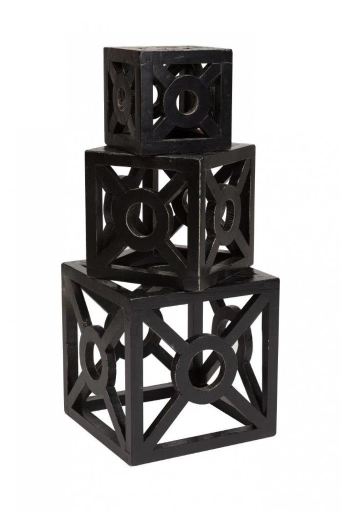 Предмет декора Lastwagen 3 in 1, DG-D-1081  Элемент декора Lastwagen 3 in 1 — это три кубические  резные конструкции, изготовленные из дерева  в чёрном цвете, разные по размеру, помещающиеся  один в один. Их можно разместить в разных  комбинациях, что привлечет внимание и украсит  любой стиль интерьера, отлично подойдёт  для подарка.