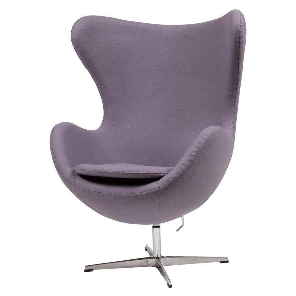Кресло Egg Chair Лиловое 100% КашемирКресла<br>Кресло Egg Chair (Яйцо) было создано в 1958 году <br>датским дизайнером Арне Якобсеном специально <br>для интерьеров отеля Radisson SAS в Копенгагене. <br>Кресло обладает исключительной привлекательностью <br>и узнаваемостью во всем мире, занимает особое <br>место в ряду культовой дизайнерской мебели <br>XX века. Оно имеет экстравагантную форму <br>и неординарное исполнение, что позволило <br>ему стать совершенным воплощением классики <br>нового времени. Кресло Egg Chair, выполненное <br>в форме яйца, подарит огромное множество <br>положительных эмоций и заставляет обращать <br>на него внимание. Оно непременно задаёт <br>основу для дизайна того или иного помещения. <br>Прочный и массивный каркас из стекловолокна, <br>прочно закрепленный на ножке из нержавеющей <br>стали, гарантирует долгий срок службы и <br>устойчивость. Купите великолепную реплику <br>кресла Egg Chair — изготовленное из высококачественных <br>материалов, оно понравится многим любителям <br>нестандартного видения обыденных и, притом, <br>качественных вещей.<br><br>Цвет: фиолетовый<br>Материал: Кашемир, Металл<br>Вес кг: 37<br>Длина см: 82<br>Ширина см: 76<br>Высота см: 105