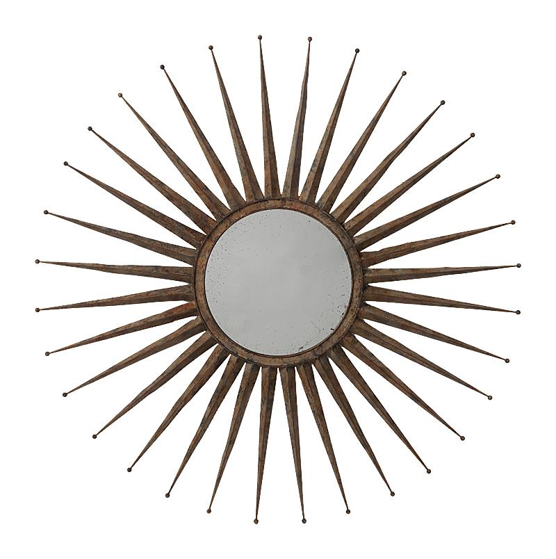 Зеркало-солнце Starburst GrandeЗеркала<br>Металлическое обрамление зеркала Starburst <br>Grande впечатляет своей формой в виде солнца. <br>Размещенное на любой стене, это зеркало <br>за счет своей яркой внешности становится <br>главным фокусом внимания, с интригующим <br>кругом среди эффектных металлических лучей. <br>Современное, стильное зеркало, которое <br>дополняет и усиливает окружающую обстановку <br>своим смелым и ярким внешним видом. Можно <br>повесить над камином в гостиной, прихожей <br>или столовой.<br><br>Цвет: бронза<br>Материал: Металл, Зеркало<br>Вес кг: 4,3<br>Длина см: 117<br>Ширина см: 4<br>Высота см: 117