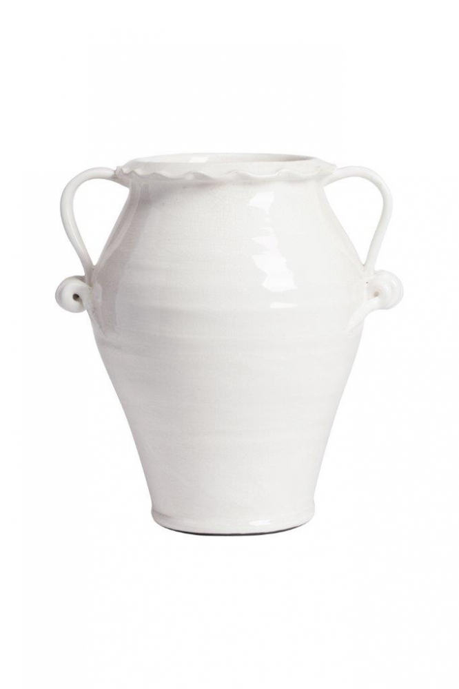 Декоративная ваза La Grecia II DG-HOME Декоративная ваза является важнейшим предметом  в интерьере. Декоративная ваза La Grecia II из  белой керамики, в классической форме древней  амфоры, внесёт в ваш интерьер не только  изюминку и оригинальность, но и станет акцентом  или последним штрихом в оформлении комнаты.  Лаконичный дизайн вазы подчеркнет изысканную  простоту интерьера. Она может служить не  только красивым украшением интерьера, но  и емкостью для бижутерии и мелких предметов.  Купить красивую вазу для цветов — это весьма  изысканный и роскошный подарок!
