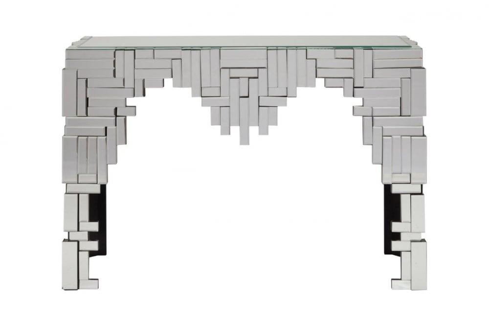 Зеркальная консоль MaestroТуалетные столики (консоли)<br>Зеркальная консоль Maestro — это роскошный <br>предмет мебели, который придется по вкусу <br>ценителям изысканных и дорогих вещей. Основание <br>аксессуара изготовлено из МДФ, а по всей <br>его поверхности расположены зеркала, отражающие <br>блики света и визуально увеличивающие пространство, <br>за счет этого консоль идеально впишется <br>в любую комнату вашего дома. Украсьте ваш <br>интерьер!<br><br>Цвет: Зеркальный<br>Материал: МДФ, Зеркало<br>Вес кг: 27<br>Длина см: 114<br>Ширина см: 39<br>Высота см: 74
