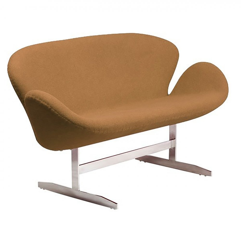 Диван Swan Sofa Коричневый КашемирДиваны<br>Диван Swan Sofa — интерпретация кресла Swan, <br>созданного Арне Якобсеном специально для <br>отеля Radisson SAS в Копенгагене. Современные <br>дизайнеры расширили сиденье, превратив <br>кресло в диван, но концепция осталась прежней, <br>легко узнаваемой. Металлический каркас <br>на ножках из нержавеющей стали, сиденье <br>из стекловолокна обтянуто нежным кашемиром <br>теплого коричневого оттенка — цвета свежеиспеченного <br>пирога. Один взгляд на этот замечательный <br>диван улучшает настроение. Не откладывайте <br>на потом, купите прямо сейчас его великолепную <br>реплику в нашем интернет-магазие!<br><br>Цвет: Коричневый<br>Материал: Кашемир, Поролон, Металл<br>Вес кг: 24<br>Длина см: 142<br>Ширина см: 66<br>Высота см: 80