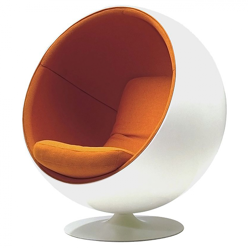 Кресло Eero Ball Chair Бело-оранжевое Шерсть DG-HOME Кресло-шар, или Ball Chair, или же Globe Chair было  создано финским дизайнером Ээро Аарнио  (Eero Aarnio) еще в 1963 году. Оно моментально привлекло  внимание органичным сочетанием экстравагантной  формы и максимальным комфортом уединения.  В современной интерпретации Ball Chair — это  комфортабельный кокон с возможностью встраивания  телефона и аудио-колонок, позволяющий слушать  в нем любимую музыку, читать, работать или  же просто релаксировать. Каркас кресла  изготовлен из стеклопластика. Звукоизоляция  обеспечивается использованием пенообразного  наполнителя. Благодаря прочной металлической  ножке с вращающимся основанием есть возможность  вращения вокруг своей оси на 360 градусов.  Обивка выполнена из контрастирующих с основным  белым цветом шерстяных подушек ярких цетов.  В каталоге нашего магазина представлена  реплика знаменитого кресла-шара в разных  вариантах цвета. Купите кресло-шар Ball Chair  — и ваше стремление к комфорту будет в высшей  степени реализовано!