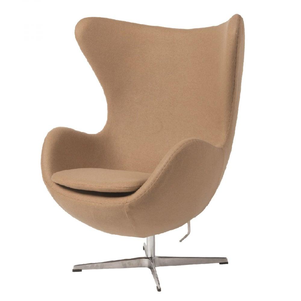 Кресло Egg Chair Коричневое 100% КашемирКресла<br>Кресло Egg Chair (Яйцо) было создано в 1958 году <br>датским дизайнером Арне Якобсеном специально <br>для интерьеров отеля Radisson SAS в Копенгагене. <br>Кресло обладает исключительной привлекательностью <br>и узнаваемостью во всем мире, занимает особое <br>место в ряду культовой дизайнерской мебели <br>XX века. Оно имеет экстравагантную форму <br>и неординарное исполнение, что позволило <br>ему стать совершенным воплощением классики <br>нового времени. Кресло Egg Chair, выполненное <br>в форме яйца, подарит огромное множество <br>положительных эмоций и заставляет обращать <br>на него внимание. Прочный и массивный каркас <br>из стекловолокна, обтянутый 100% кашемировой <br>тканью, закрепленный на ножке из нержавеющей <br>стали, гарантирует долгий срок службы и <br>устойчивость. Данное кресло — это поистине <br>не стареющая классика в футуристическом <br>исполнении! Купите великолепную реплику <br>кресла Egg Chair — изготовленное из высококачественных <br>материалов, оно понравится многим любителям <br>нестандартного видения обыденных и, притом, <br>качественных вещей.<br><br>Цвет: Бежевый<br>Материал: Кашемир, Металл<br>Вес кг: 37<br>Длина см: 82<br>Ширина см: 76<br>Высота см: 105